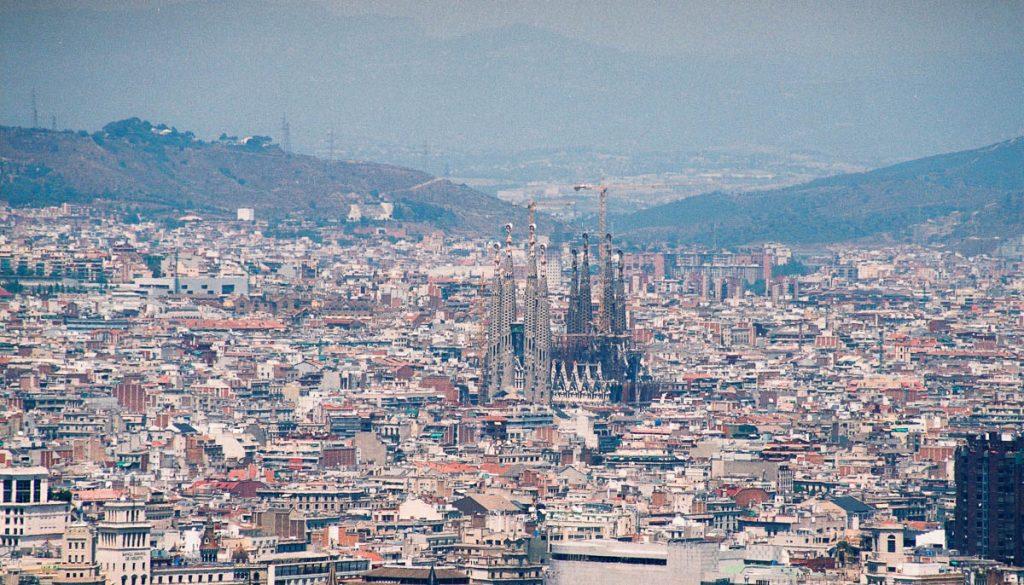 Uitzicht over Barcelona & de Sagrada Familia,Parc de Monjuïc, Barcelona, Catalonië, Spanje (2003)