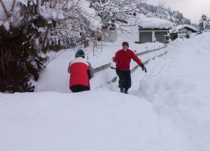 Sneeuwballengevecht onderweg