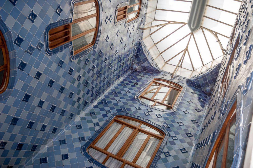 Binnenplaats,Casa Batlló, Barcelona, Catalonië, Spanje (2005)