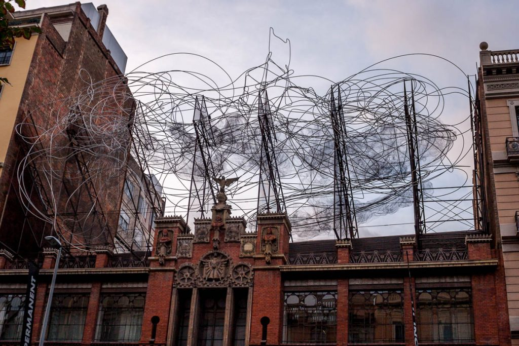 Núvol i cadira (Antoni Tapies, 1990),Barcelona, Catalonië, Spanje (2005)