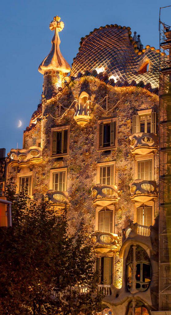 Mooi verlicht,Casa Batlló, Barcelona, Catalonië, Spanje (2005)