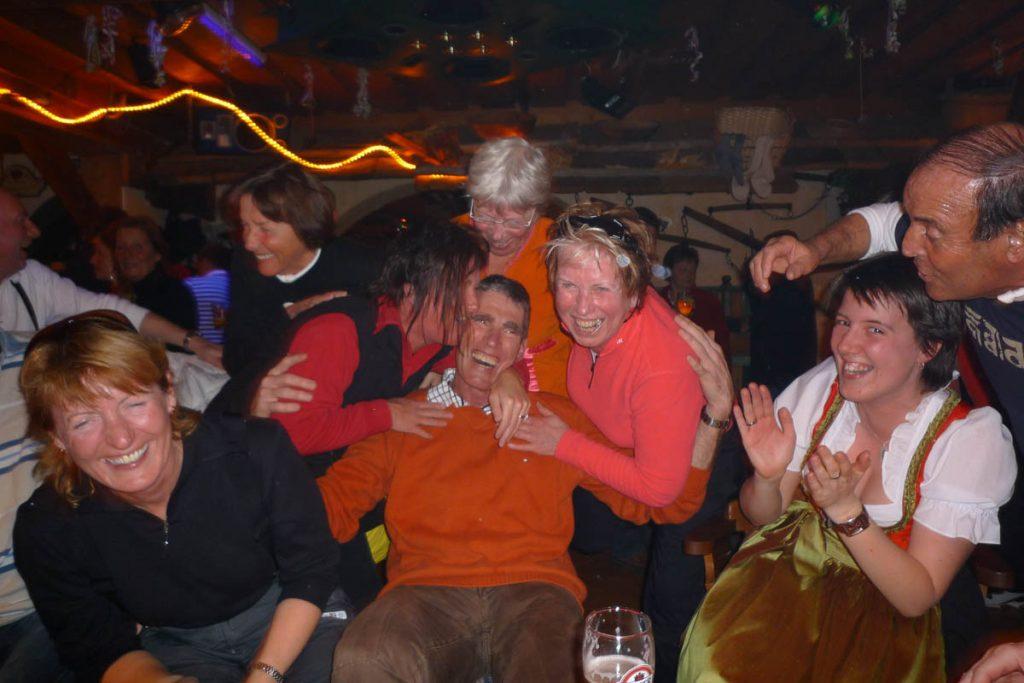 Hans is very Popular,2009