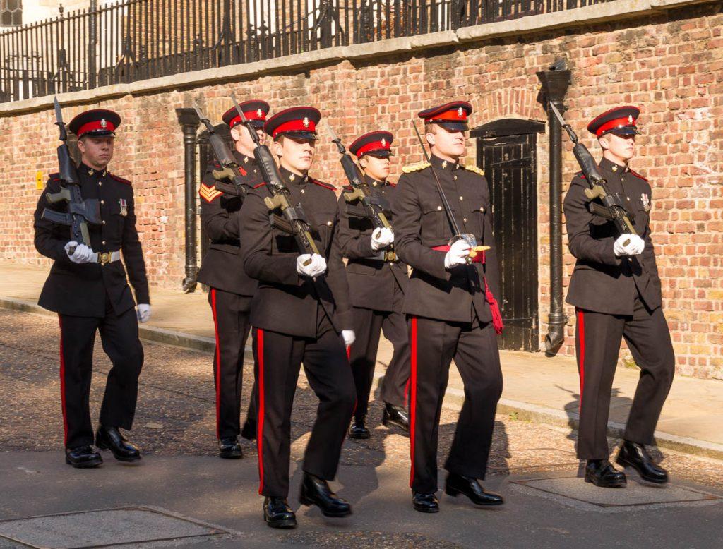 Op patrouille,Tower of London, Londen, Engeland, Verenigd Koninkrijk (2010)