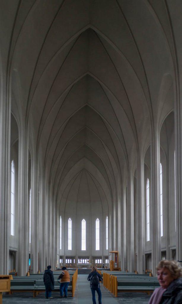 Hoog plafond,Hallgrímskirkja, Reykjavík, Hoofdstedelijke Regio, IJsland (2010)