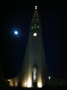 Hallgrímskirkja bij nacht