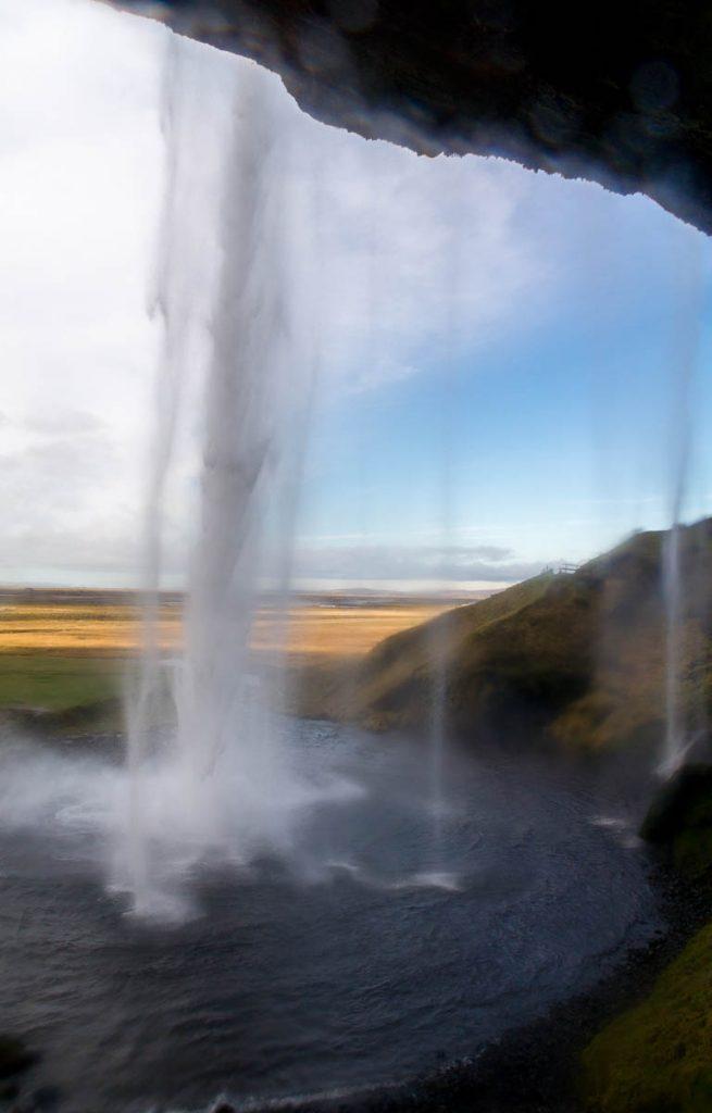 Achter de waterval,Seljalandsfoss, Zuid IJsland, IJsland (2010)