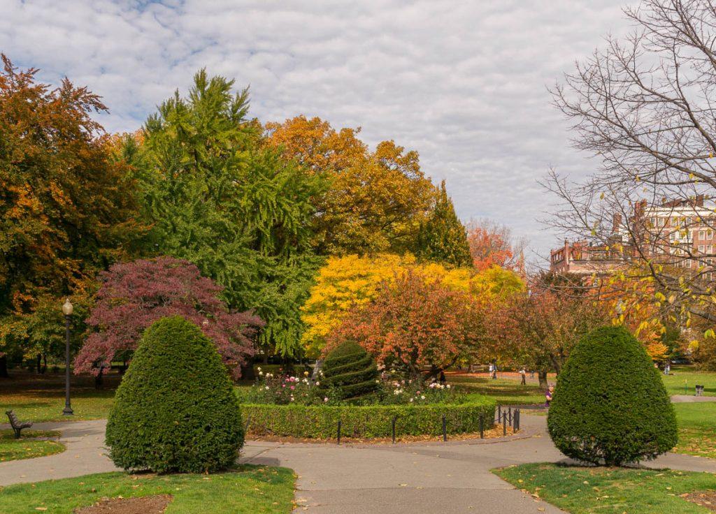Pleintje in het park,Boston Public Garden, Boston, Massachussetts, Verenigde Staten (2010)