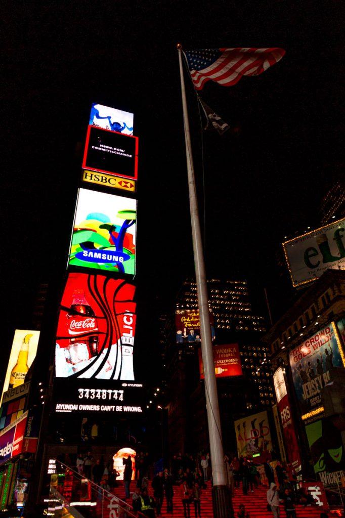 Billboard en vlag,Times Square, New York, New York, Verenigde Staten (2010)