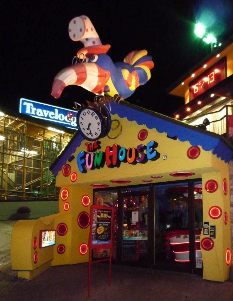 Fun House,Niagara Falls, Ontario, Canada (2010)
