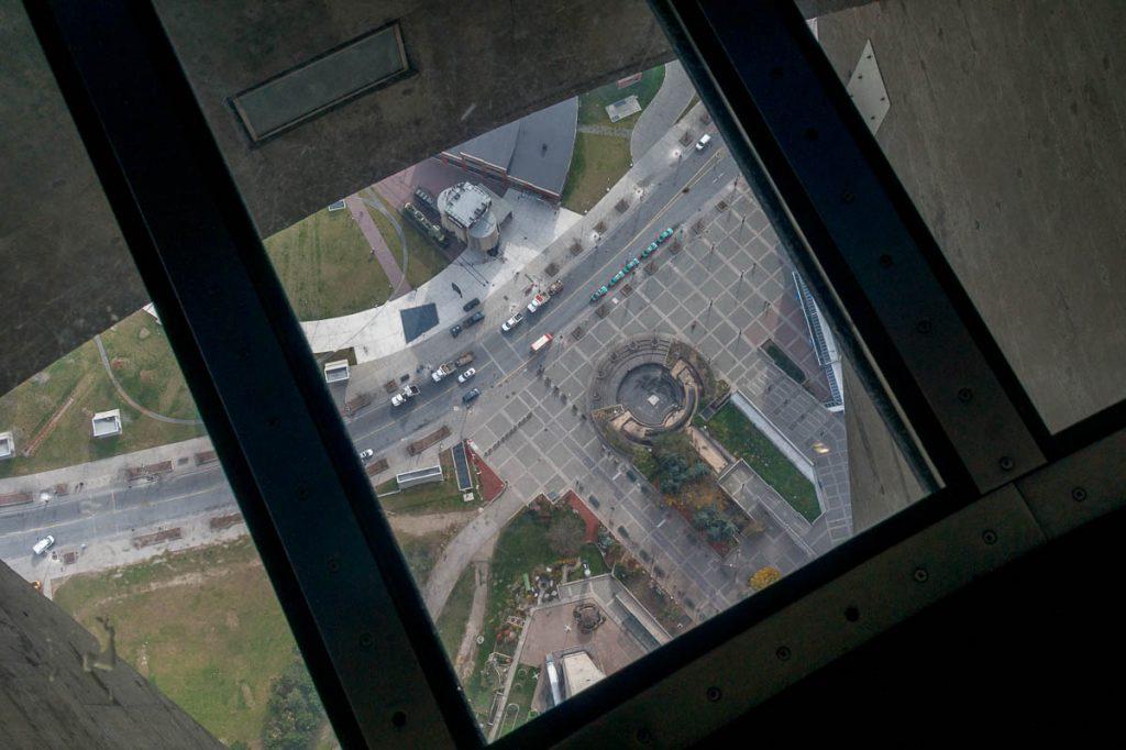 Glazen vloer,CN Tower, Toronto, Ontario, Canada (2010)