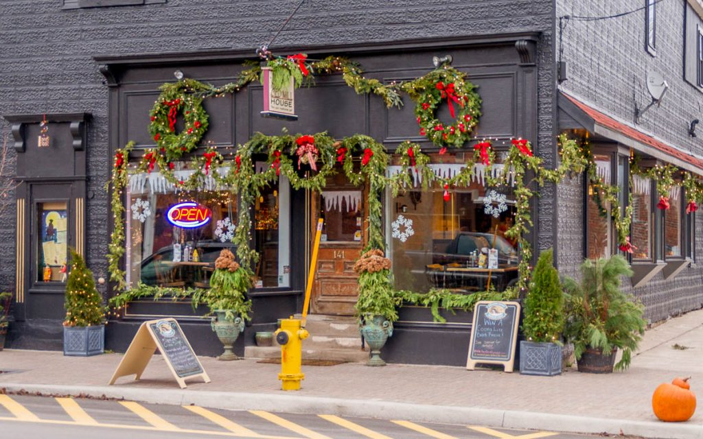 Kerstsfeer,Mill Street, Creemore, Ontario, Canada (2010)