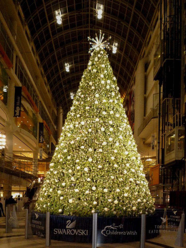 Swarovski kerstboom,Eaton Centre, Toronto, Ontario, Canada (2010)