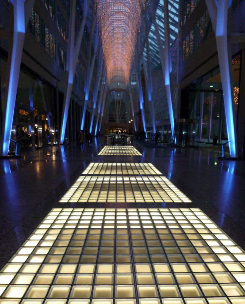 Verlicht pad,Brookfield Place, Toronto, Ontario, Canada (2010)