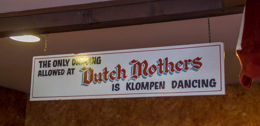 The only dancing allowd is klompen dancing,Dutch Village, Lynden, Washington, Verenigde Staten (2010)