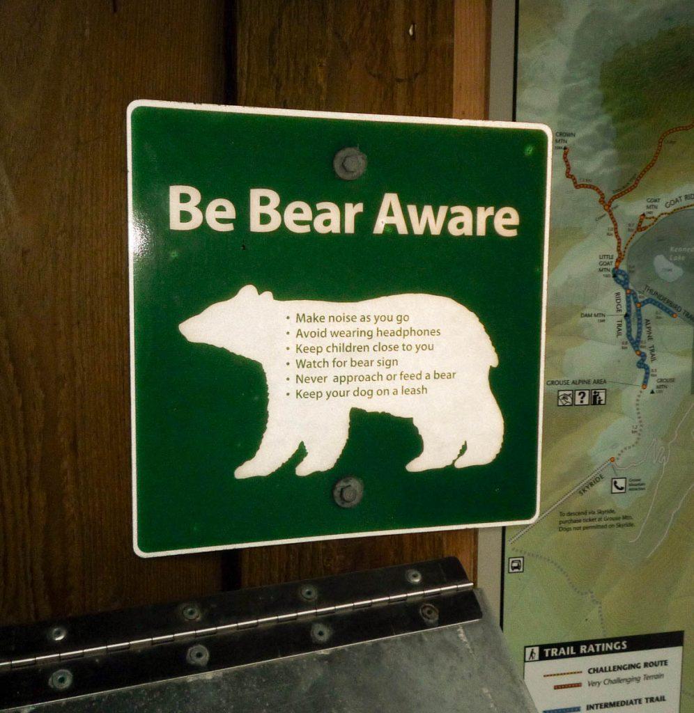 Uitkijken voor beren...,Lynn Creek Valley, Vancouver, British Columbia, Canada (2010)