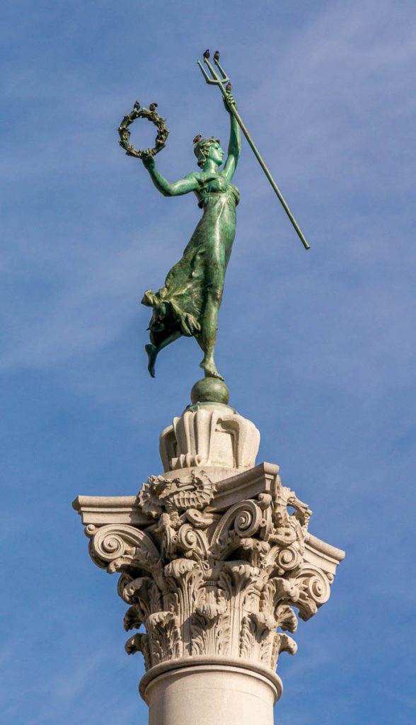 De Godin van de overwinning bovenop Dewey Monument,Union Square, San Francisco, Californië, Verenigde Staten (2010)