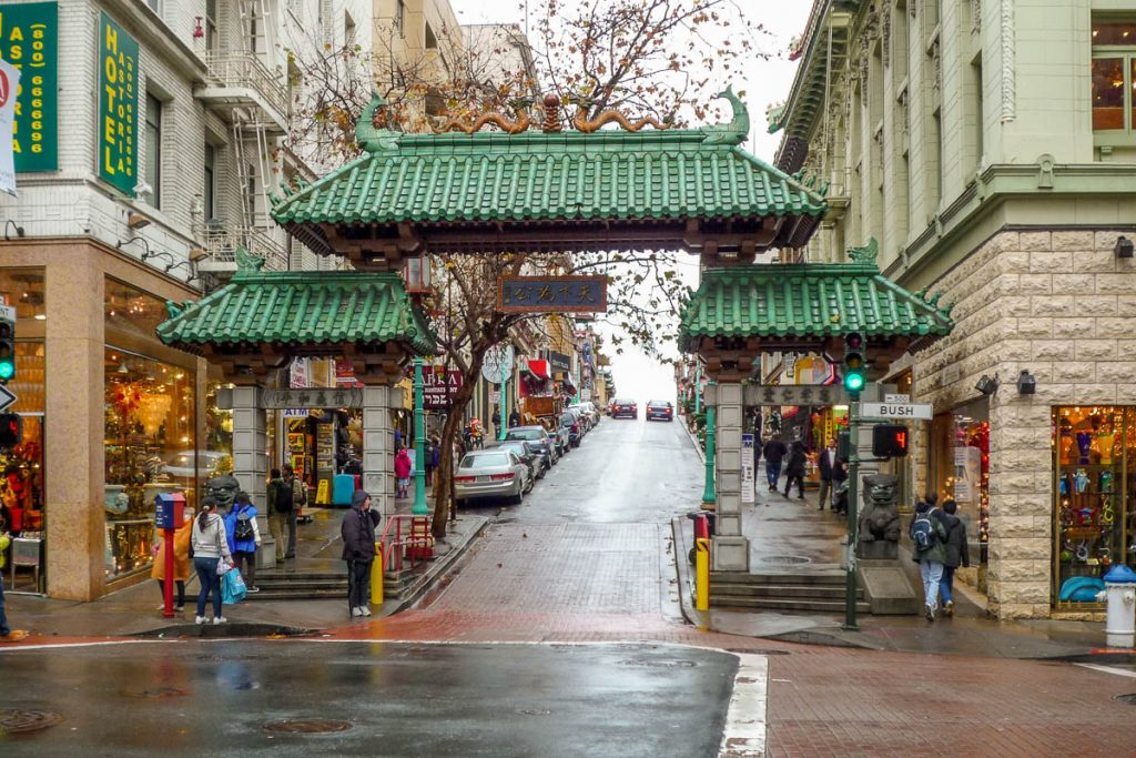 De enige authentieke Chinatown poort in Noord America,Chinatown, San Francisco, Californië, Verenigde Staten (2010)
