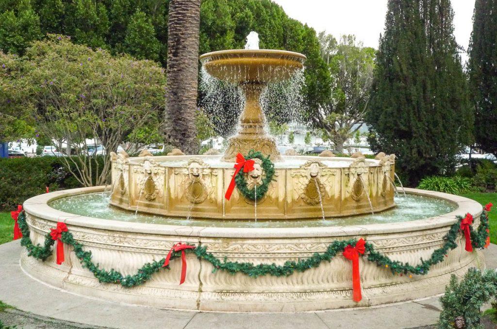 De fontein is in kerstsfeer,Californië, Verenigde Staten (2010)