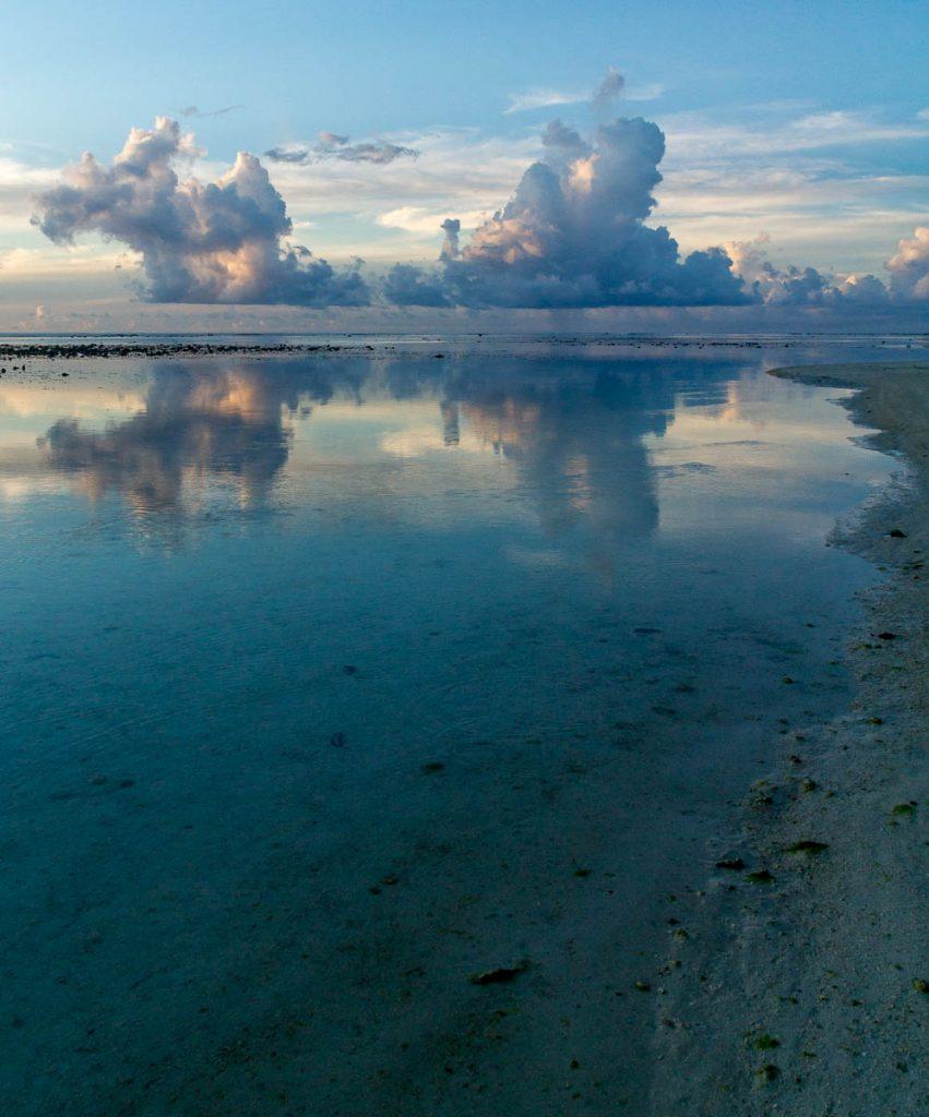Hopelijk komt de regen niet deze kant op,Aroa Beach, Aroa, Rarotonga, Cook Eilanden (2011)