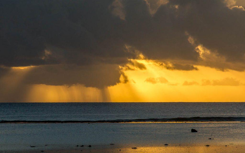 Regen,Aroa Beach, Aroa, Rarotonga, Cook Eilanden (2011)