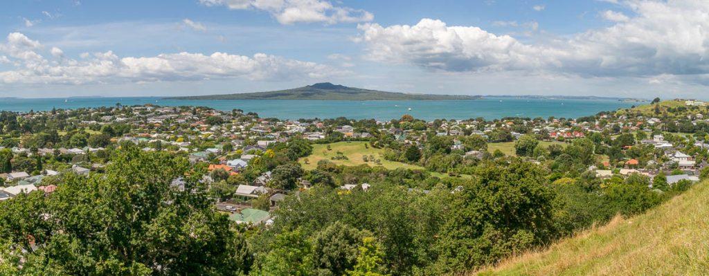 Rangitoto Island in de verte,Devonport, Auckland, Auckland, Nieuw Zeeland (2011)