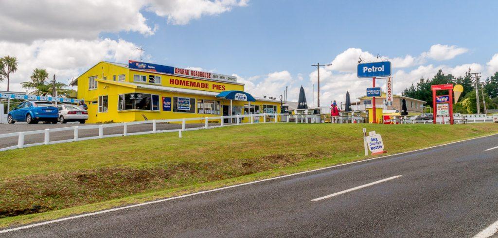 Oparau Roadhouse,Oparau Roadhouse, Oparau, Waikato, Nieuw Zeeland (2011)