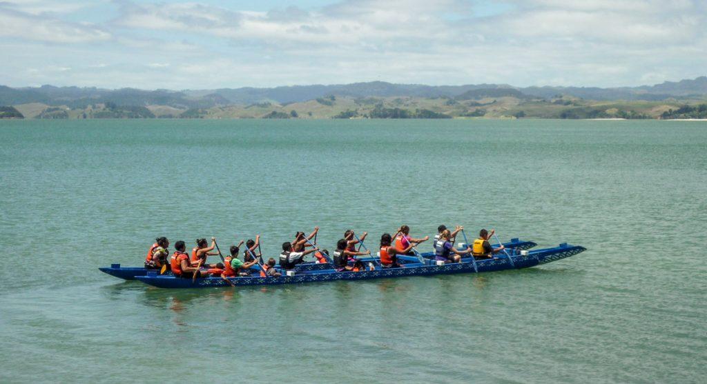 Ik mocht ook in een waka,Maketu Marae, Kawhia, Waikato, Nieuw Zeeland (2011)