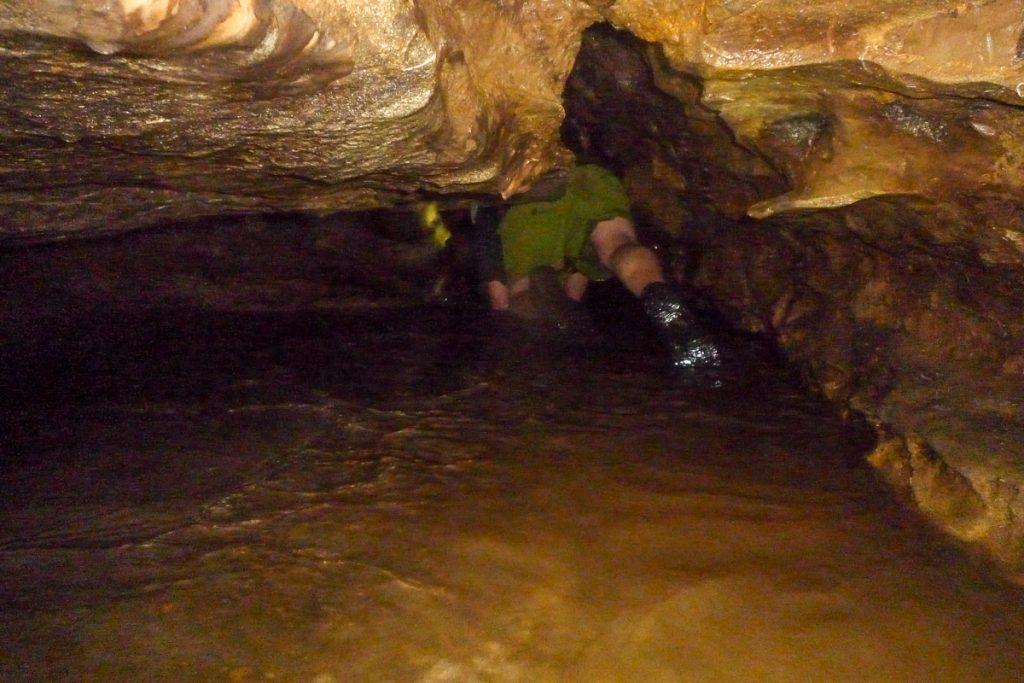 Stukje kruipen,Nikau Cave, Waikeratu, Auckland, Nieuw Zeeland (2011)