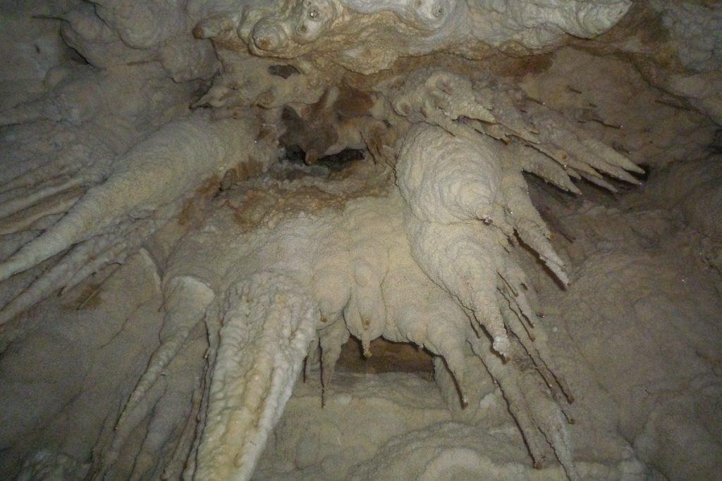 Stalactieten,Nikau Cave, Waikeratu, Auckland, Nieuw Zeeland (2011)