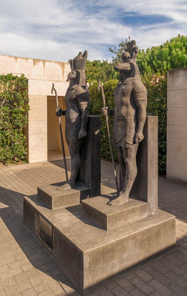 Egyptische standbeelden,Hamilton, Waikato, Nieuw Zeeland (2011)