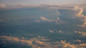 Wolken van bovenaf