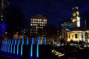 Rechts het stadhuis van Auckland