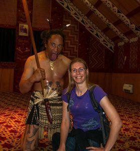 Op de foto met een traditionele Māori