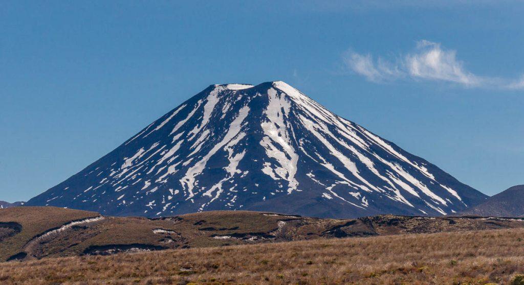 Mount Ngauruhoe (Doemberg),Taranaki Falls Loop Track, Tongariro National Park, Manawatu-Wanganui, Nieuw Zeeland (2011)