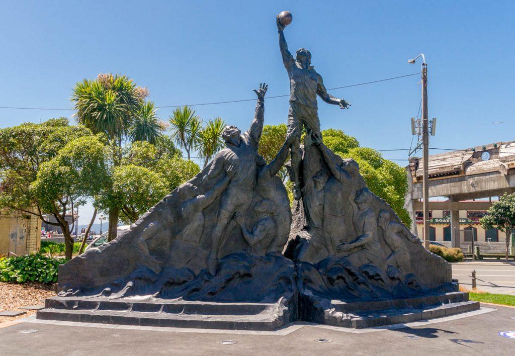 Rugby standbeeld (Weta Workshop, 2011),Civic Square, Wellington, Wellington, Nieuw Zeeland (2011)