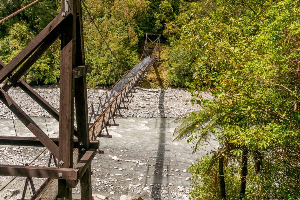 Hangbrug,Roberts Point Track, Westland National Park, West Coast, Nieuw Zeeland (2011)