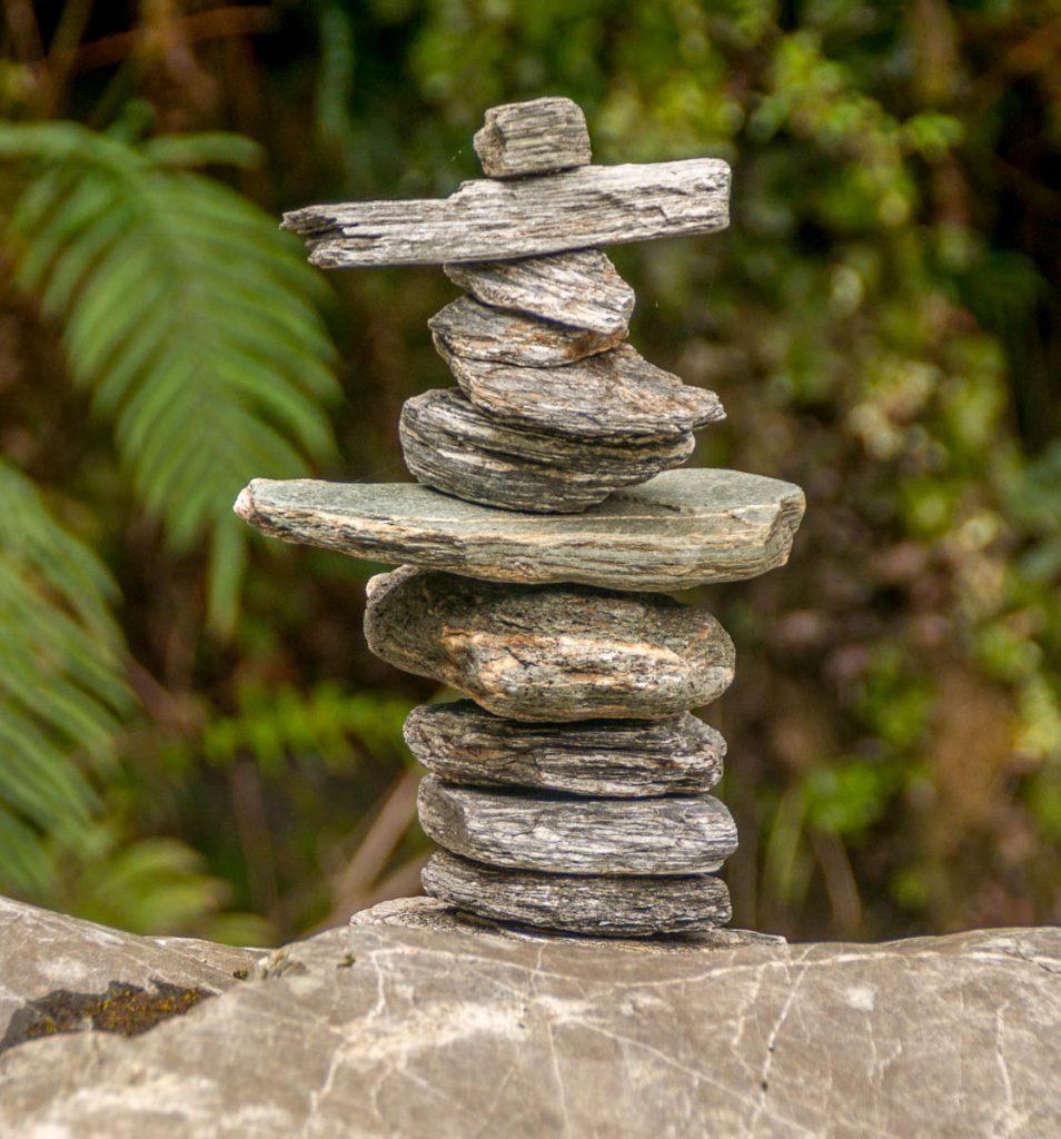 Een stapel stenen,Roberts Point Track, Westland National Park, West Coast, Nieuw Zeeland (2011)