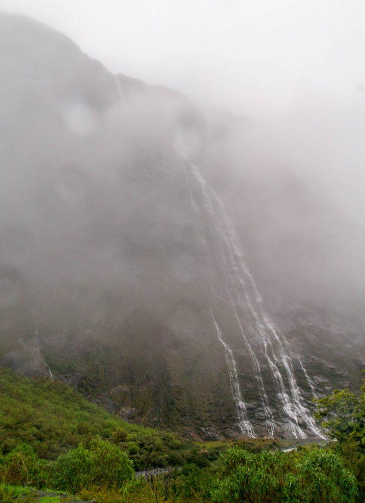 Laaghangende wolken,Fiordland National Park, Southland, Nieuw Zeeland (2011)