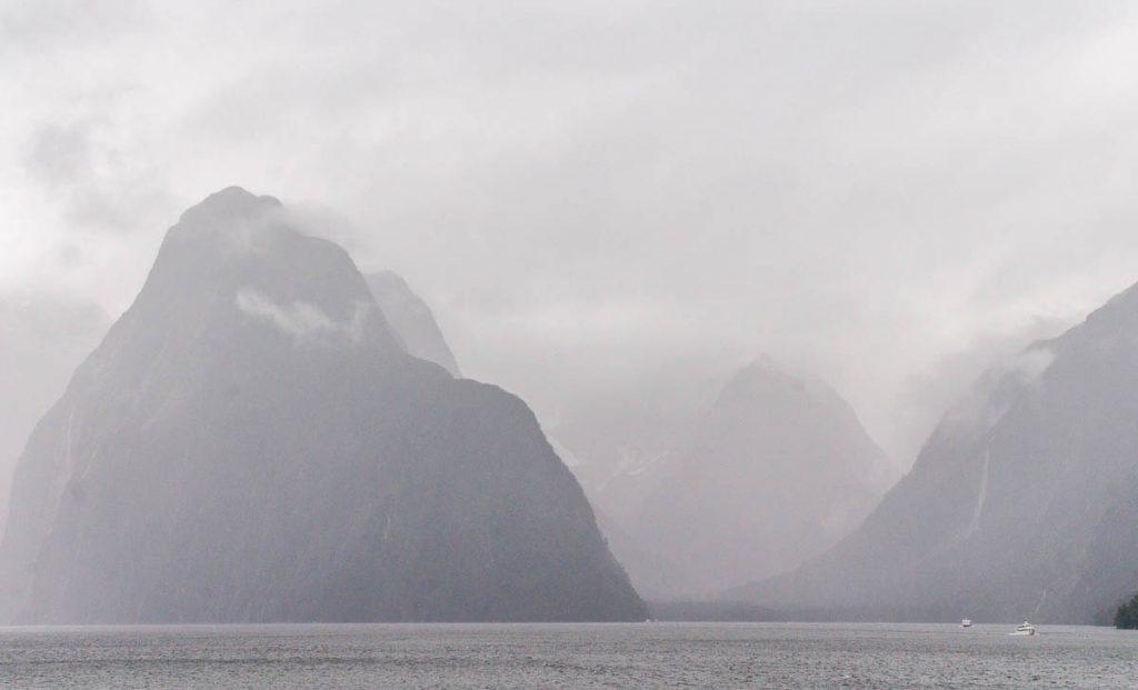 Hier voel je je nietig,Milford Sound, Fiordland National Park, Southland, Nieuw Zeeland (2011)