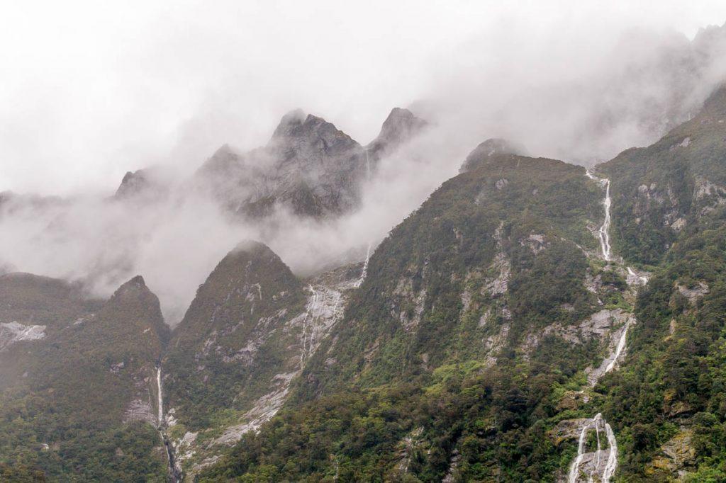 Wolken,Milford Sound, Fiordland National Park, Southland, Nieuw Zeeland (2011)