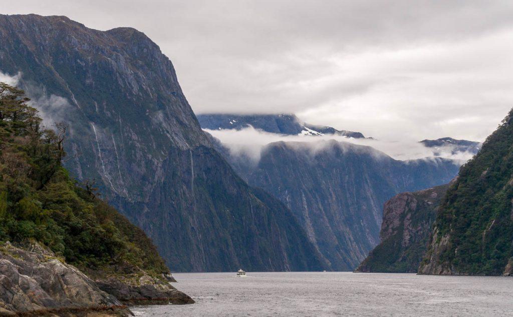 Nog een boot,Milford Sound, Fiordland National Park, Southland, Nieuw Zeeland (2011)