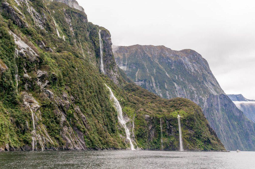 Watervallen,Milford Sound, Fiordland National Park, Southland, Nieuw Zeeland (2011)
