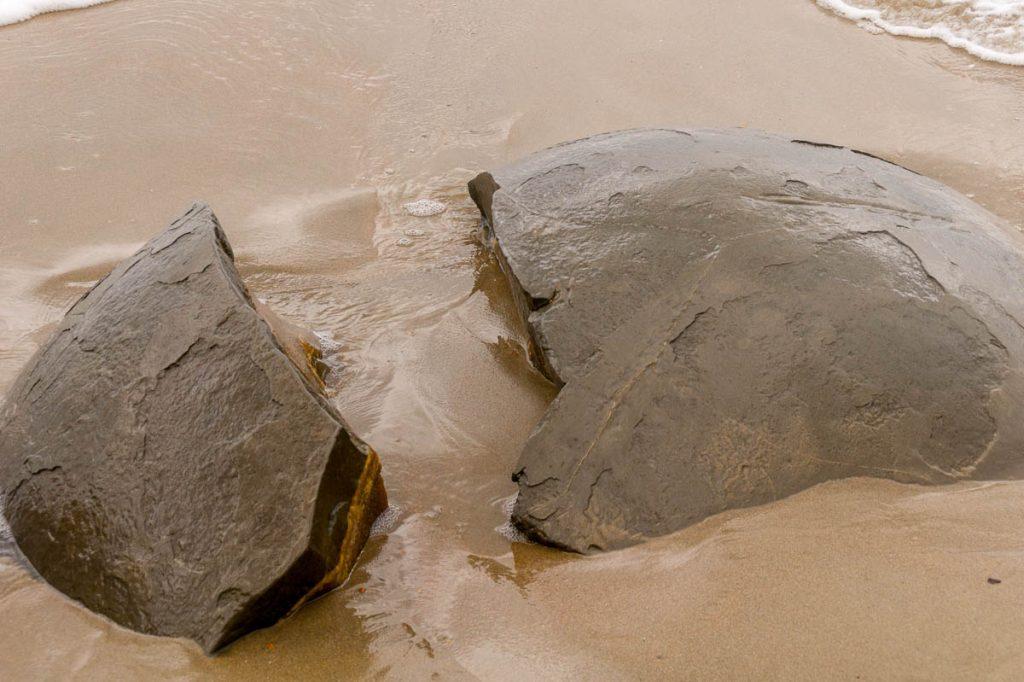 Gespleten,Moeraki Boulders, Hampden, Otago, Nieuw Zeeland (2011)