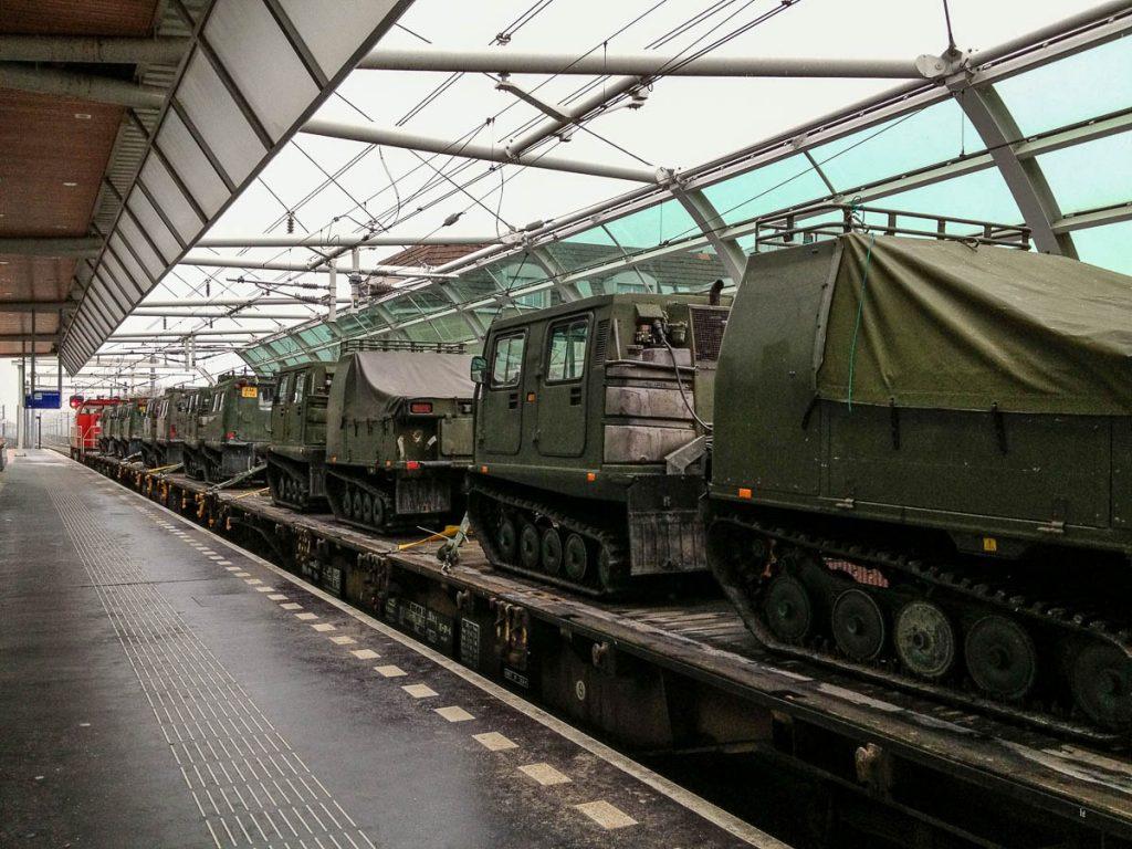 Trein met legervoertuigen,Houten, Utrecht (2013)