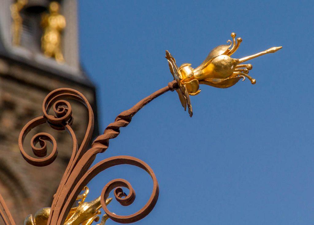 Decoratie op de fontein,Binnenhof, Den Haag, Zuid-Holland (2013)