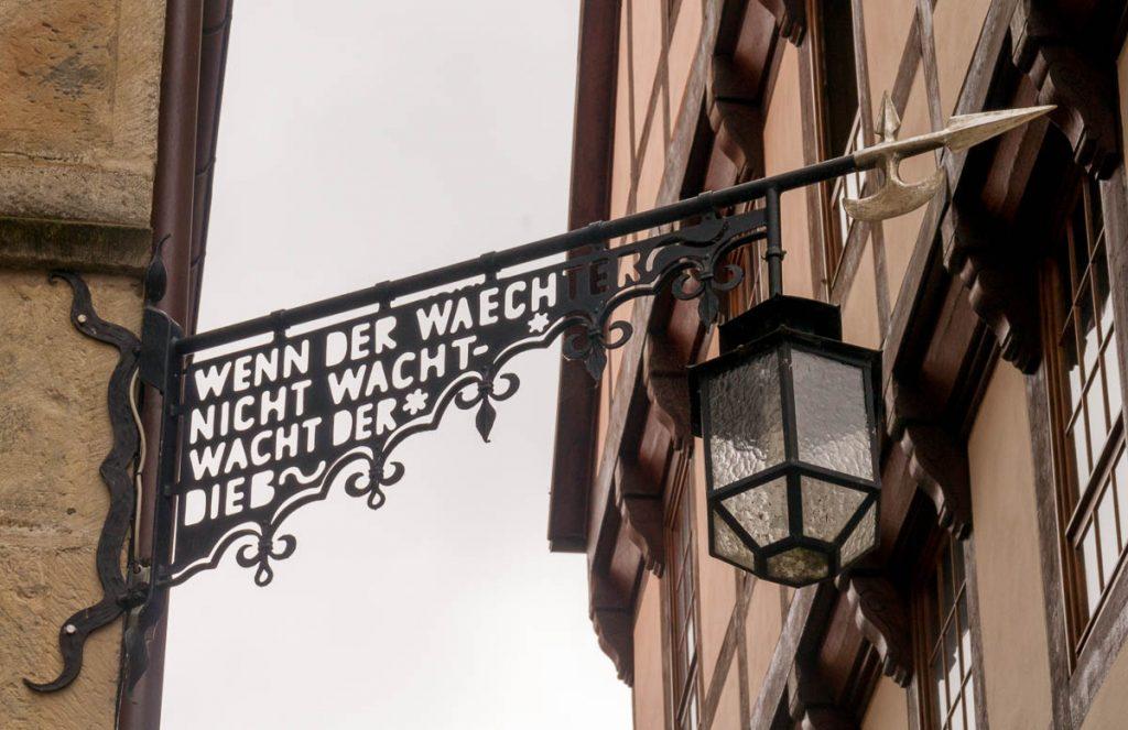 Wenn der waechter nicht wacht, wacht der dieb,Marktplatz, Hildesheim, Nedersaksen, Duitsland (2013)
